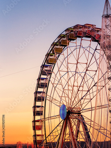 Foto  colorful  ferris whell at sunset