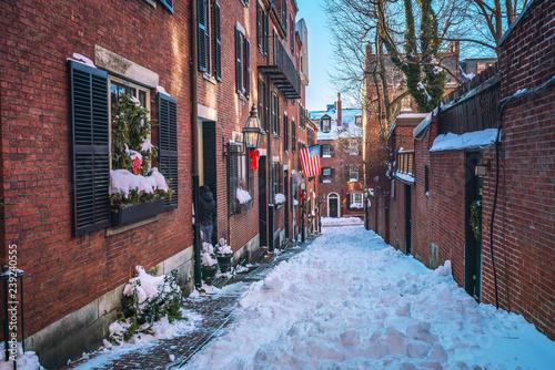 Foto op Canvas Amerikaanse Plekken Boston old narrow street at snowy winter