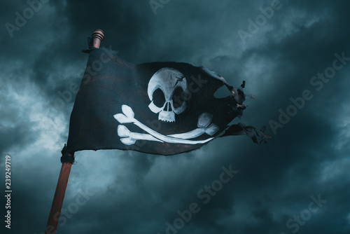 Photo Pirate flag waving with the wind