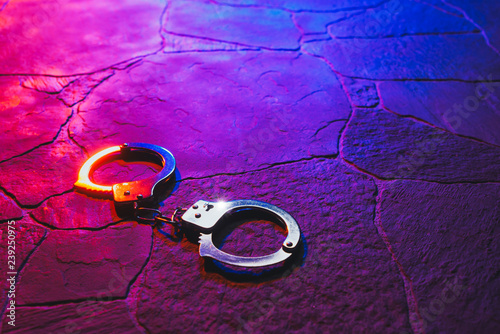 Cuadros en Lienzo handcuffs on the floor at night