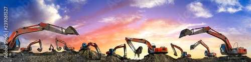 Cuadros en Lienzo Many excavators work on construction site at sunset,panoramic view