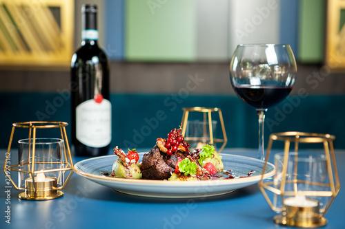 Spoed Foto op Canvas Klaar gerecht Fine cuisine in luxury lounge . Breast duck with red wine