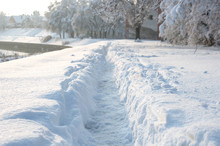 Winter Scenery - Narrow Pathwa...