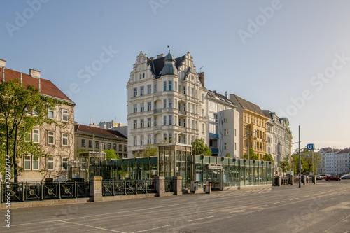 Der berühmte Wiener Naschmarkt im Frühling, Österreich
