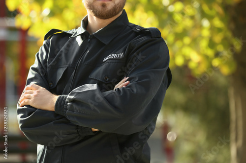 Fotomural Male security guard outdoors