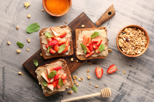Foto auf Leinwand Brot Tasty toasts with strawberry on table