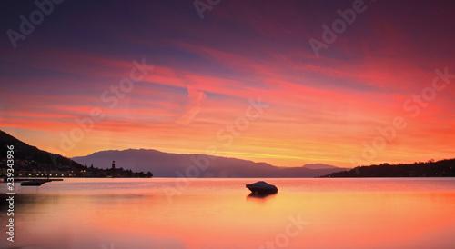 Fényképezés  Salò, il golfo all'alba