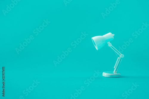Obraz Idea and creativity concepts with lamp on pastel color background - fototapety do salonu