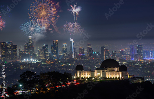 Photo  Downtown Los angeles cityscape with fireworks celebrating New Year's Eve