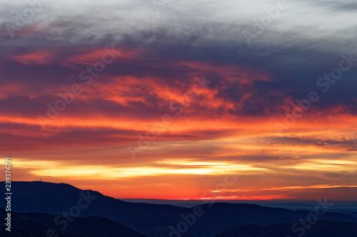 Fotobehang Crimson coucher de soleil sur les Vosges