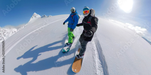 Obrazy Snowboard  vr-360-active-young-couple-snowboarding-together-off-piste-on-a-sunny-day