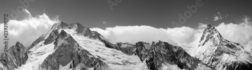 Foto auf Leinwand Gebirge Panorama of snowy covered mountain peaks