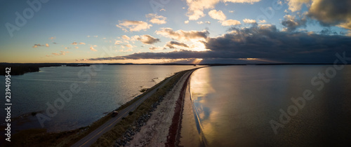 Fotografia Aerial panoramic view of a beautiful beach on the Atlantic Ocean during a cloudy sunrise