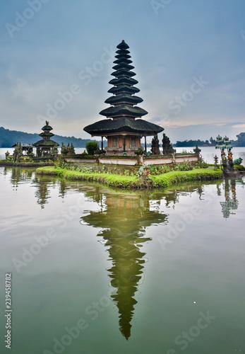 Tuinposter Bali pura ulun danu bratan temple in Bali, indonesia.