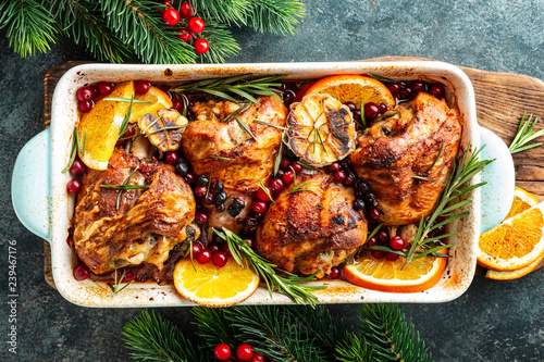 Poster Klaar gerecht Christmas turkey legs baked with cranberries, orange and rosemary. Delicious festive dish for Christmas time. Top view, flat lay