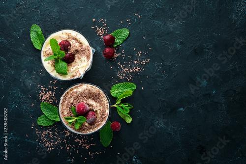Fotomural  Dessert Tiramisu with cherries