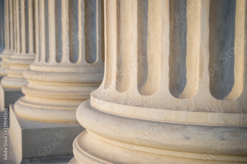 Photo  White marble neoclassical columns of the portico of the Supreme Court of the Uni