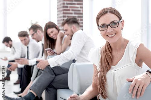Fototapeta young business woman sitting in office lobby obraz na płótnie