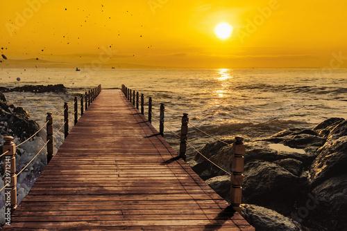 Obraz premium molo zachód słońca morze