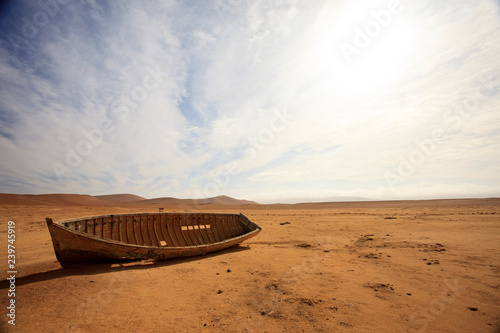 Foto auf AluDibond Schiff The desert in Paracas in Peru. Sun sea and sand