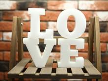 Love - Białe Litery Tworzące...