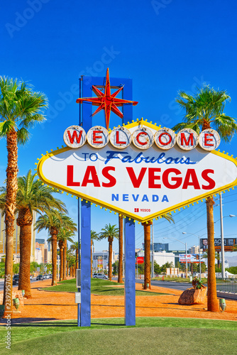 Tuinposter Las Vegas Famous Las Vegas sign at the entrance to the Strip.