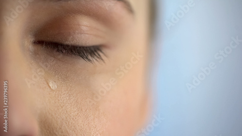 Photo Face of unhappy woman crying, closeup eye with teardrops, life problems anguish