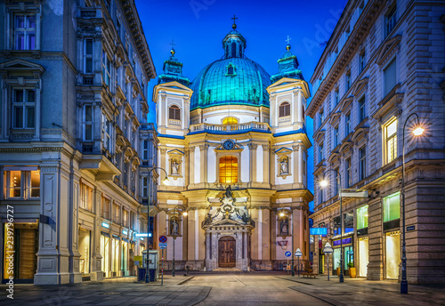 Photo Peters Church on Petersplatz. Vienna, Austria. Evening view..