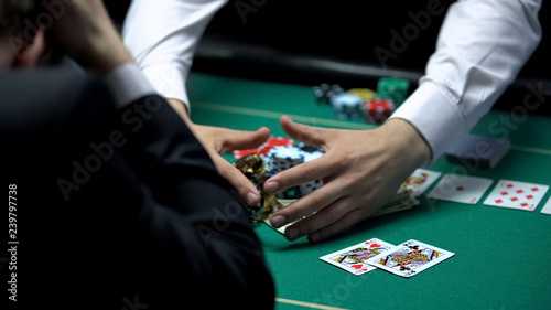 Tela Unfortunate casino player losing all money, going bankrupt, gambling addiction