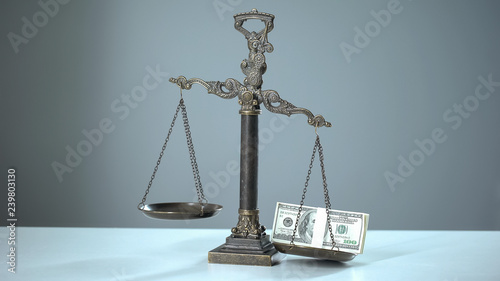 Fotografía  Dollars dominates on scales, social inequality concept, wealth and poverty