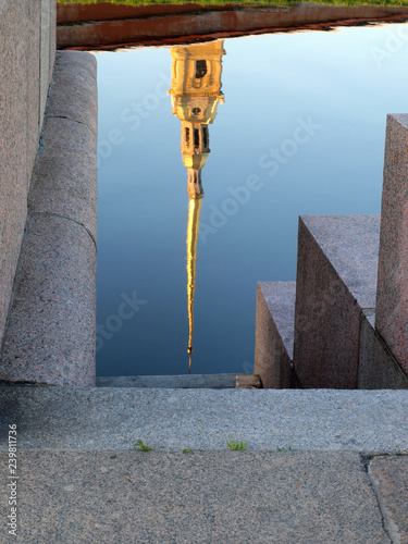 Carta da parati Reflection in the river of the Peter and Paul Fortress in St