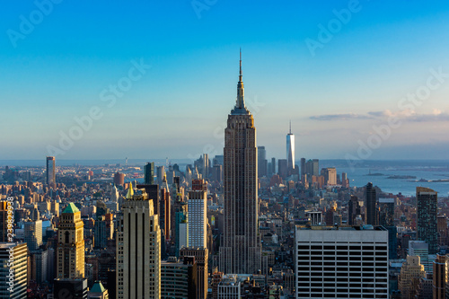 Photo New York city view of Downtown with Empire state building and  One World trade c
