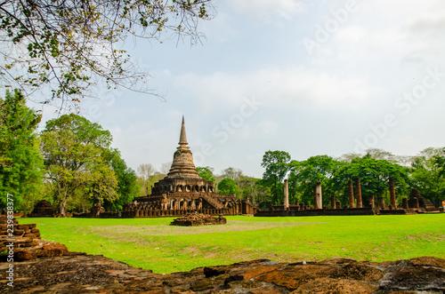 Fotografie, Obraz  Sukhothai Wat Mahathat Buddha statues at Wat Mahathat ancient capital of Sukhothai, Thailand