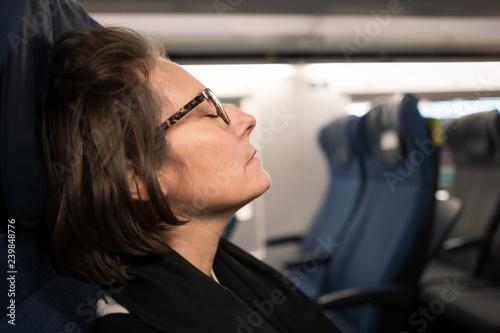 Valokuva  voyageuse dans le train