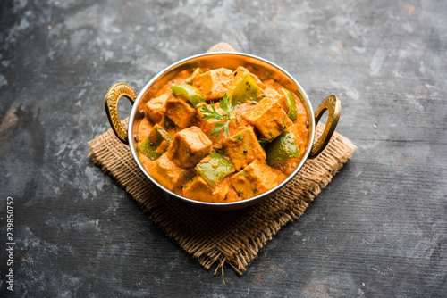 Tablou Canvas Malai or achari Paneer in a gravy made using red gravy and green capsicum