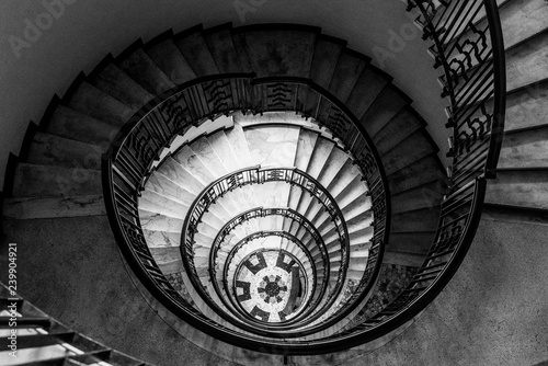 Fototapety, obrazy: hypnotic pattern of a spiral staircase, monochrome