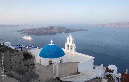 Fototapety, obrazy: Whitewashed houses and blue dome church by the Aegean sea, Santoriniin Oia, Santorini, Greece. Famous blue domes in Oia village, Santorini, Greece - Immagine