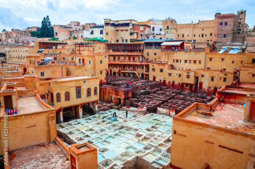 Fotomural Traditional tannery in ancient medina of Fez, Morocco