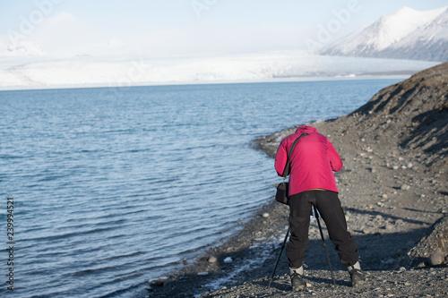 Fotografie, Obraz  Tourist am Jökulsárlón Glacier in Island