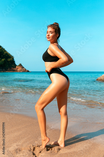 Fotobehang womenART Outdoor fashion portrait of tanned lady in sexual swimsuit posing at beach
