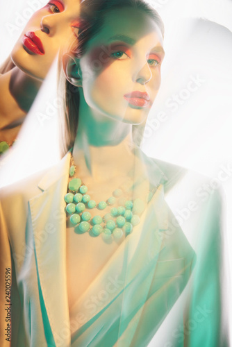 Papiers peints womenART Sexy lady in colorful neacklace and white jacket