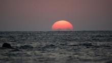 Coucher De Soleil Sur La Mer E...
