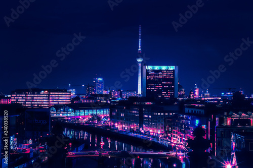 In de dag Berlijn Berlin skyline in the night