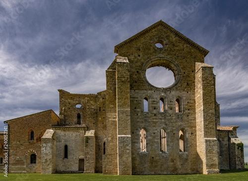 Fotografia, Obraz  Abbazia di San Galgano vista da una facciata (Siena - Italia)
