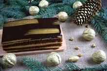 Złote Ciasto Pośród świątecznych Dekoracji