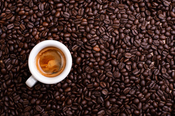 Fototapeta Popularne espresso a lot of coffee beans