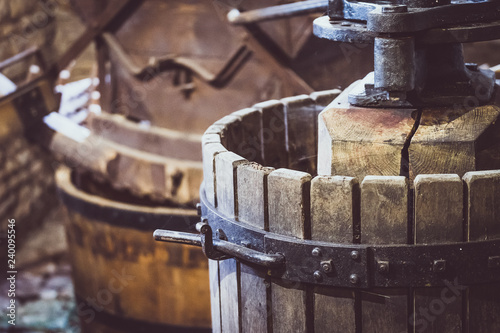 Vieux pressoir à vin en bois Slika na platnu