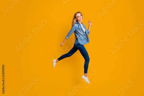 Fototapety, obrazy: Close up side profile full length body size photo of attractive