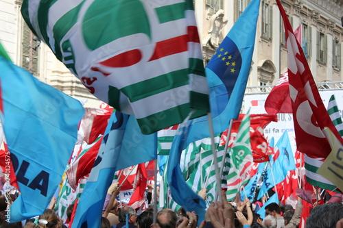 Montage in der Fensternische Eule Sciopero manifestazione sindacati cgl isl uil snals gilda
