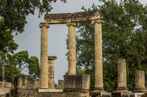 Fotografia  antique marble colonnade architecture concept from ancient Greek times in south